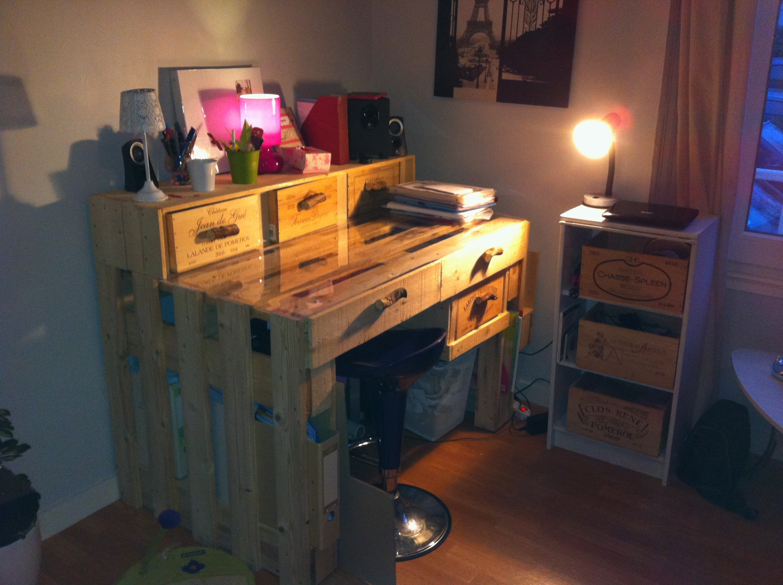 Un bureau en palettes margal - Fabrication d un bureau en bois ...